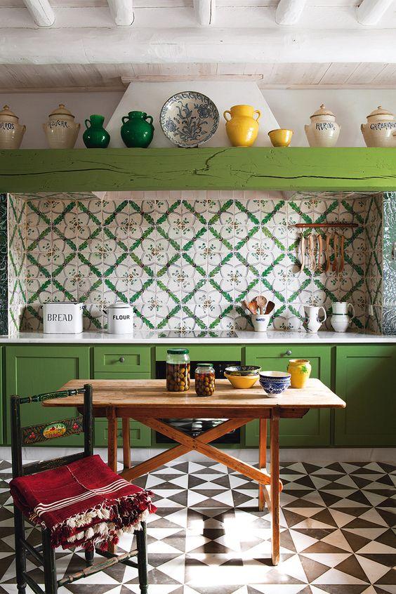 La cocina de un antiguo convento cerca de sevilla tiene for Mesa cocina sevilla