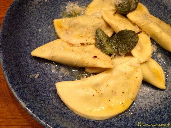Das neue Jahr ist schon eine ganze Woche alt, also höchste Zeit für frischgemachte Pasta. Samstag, der richtige Tag um gefüllte Pasta zu machen. Wir haben uns dieses Mal für Mezzelune entschieden. …