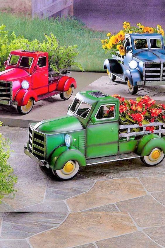 Diese Kleinbus-Gartenstatue ist nicht nur eine gewöhnliche Heimdekoration. Es verfügt über energetische Solar-Gartenleuchten, die von Sonnenkollektoren ausgehen. Stellen Sie sicher, dass Sie diese Außendekoration an sonnigen Orten wie im Freien, in Innenhöfen, Gärten oder Höfen platzieren. Es wird sofort nachts geöffnet und bietet Ihnen viele Stunden leuchtendes Nachtlicht. ?Lustige Ergänzung zu Hause? Diese handbemalte Vintage-Busgartenfigur ist eine nostalgische... *Pin enthält Werbelink