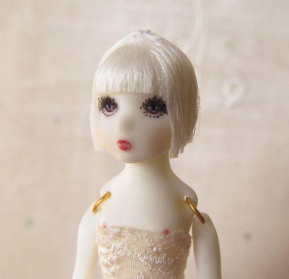 「THE DOLL OF A DOLL」とは、「人形の人形」のこと。人形が、さらに小さい人形で遊んでいたら、可愛いなあ…….。&h...|ハンドメイド、手作り、手仕事品の通販・販売・購入ならCreema。