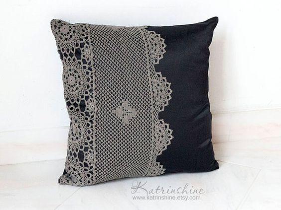 Almohada de acento decorativo almohada cubierta con ganchillo Doily Applique OOAK negro y gris
