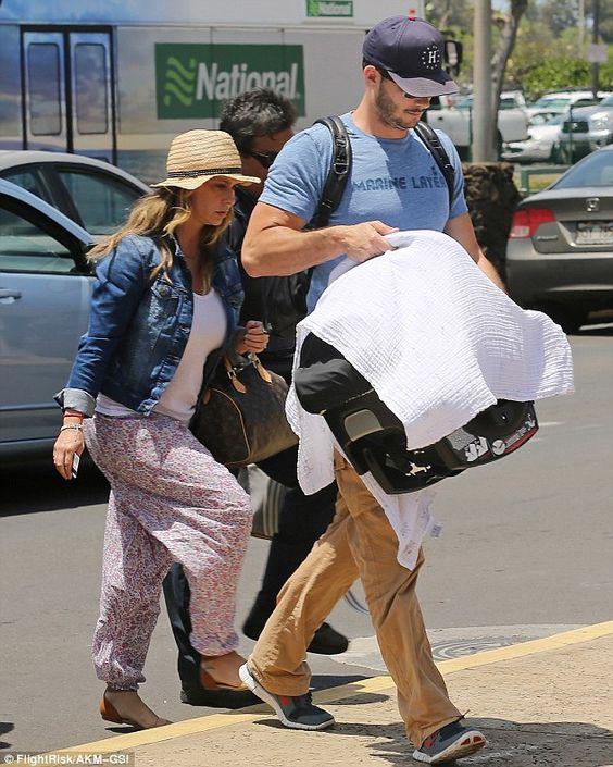 Jennifer Love Hewitt Returns From Hawaii Family Vacation Jennifer Love Hewitt Jennifer Love Brian Hallisay
