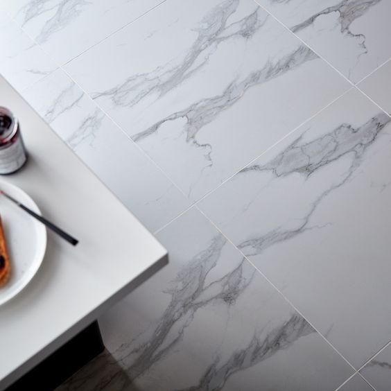 59,5 x 59,5 cm. Ép. 10 mm. #bricodepot #goodhome #intérieur #maison #appartement #bricolage #carrelage #sol #blanc #gris #décoration #ambiance #marble