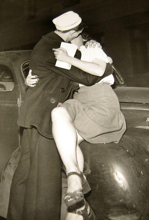 поцелуй моряк ретро