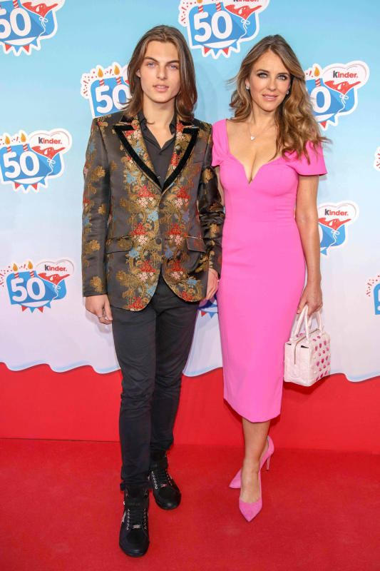 Damian Hurley And Elizabeth Hurley Attend The Kinder Chocolate 50th Anniversary At Heide Park Resort In Soltau Ger Elizabeth Hurley Hot Pink Midi Dress Hurley