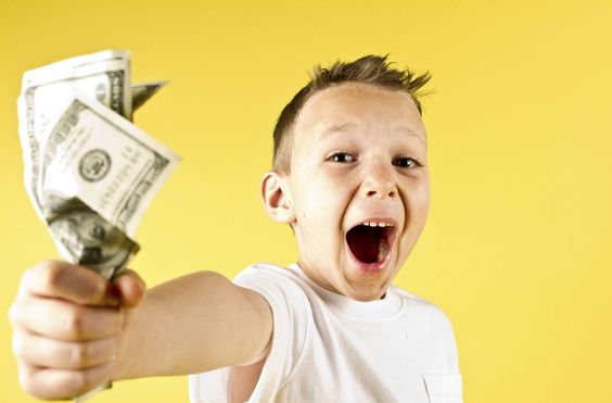 Is Your Kid Failing To Direct Money? Try Board Games for Money Management