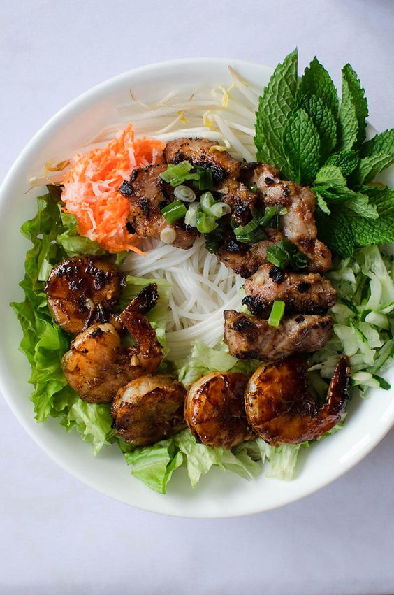Vietnamese Vermicelli Bowls with Grilled Pork and Shrimp (Bun Thit ...