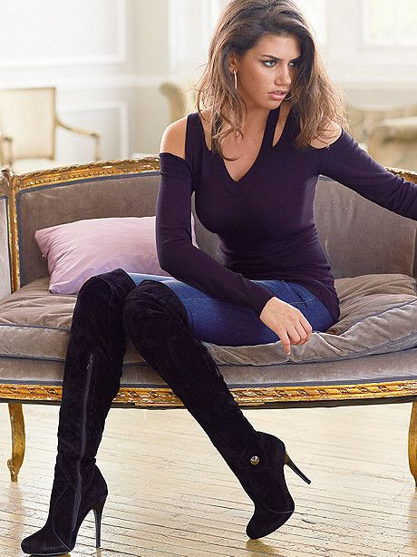 O neck long sleeve dress and boots