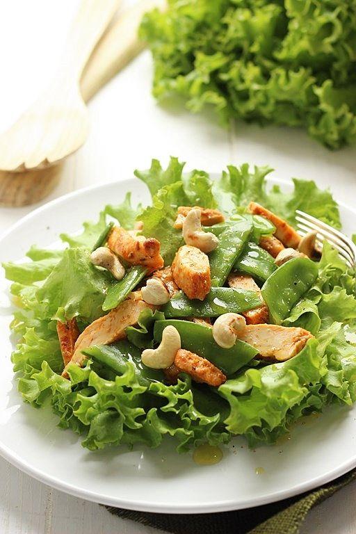 Insalatina di pollo e anacardi