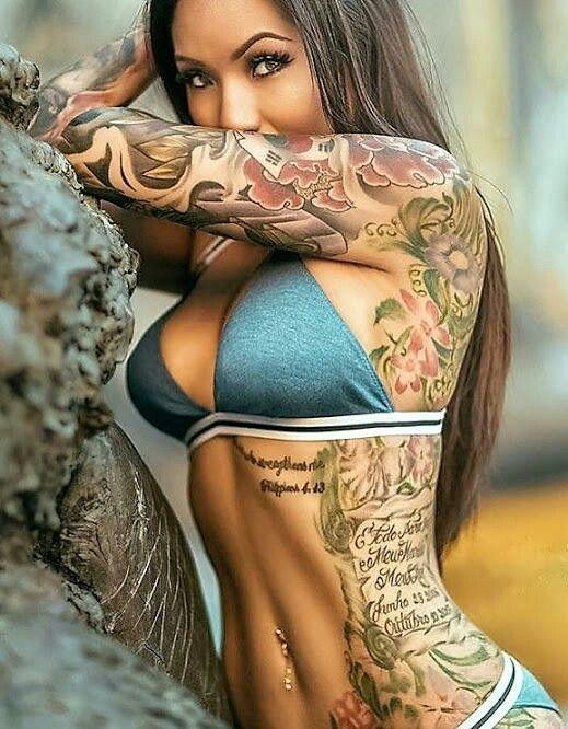 Sexy nackte Frauen Tattoos