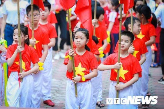 Áo cờ đỏ sao vàng trường tiểu học CGD Victory Hà Nội - Hình 1