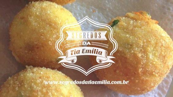 Croquete de ricota. .:: Segredos da Tia Emília ::.. Receita detalhada no link: http://wp.me/p3LONX-3Jx Música: Aguarraz - Se meu desejo fala...