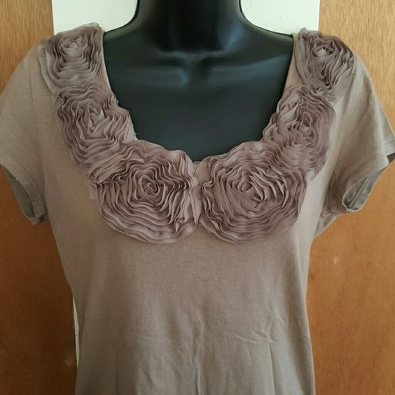 Forever 21 top Ruffle design around collar. Ruching on sides. Great as a maternity top or otherwise. Worn 2x. Forever 21 Tops Tees - Short Sleeve