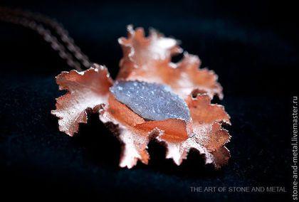 Hangers handgemaakt.  Koper kant.  De kunst van steen en metaal (Andrew).  Shop Online Fair Masters.