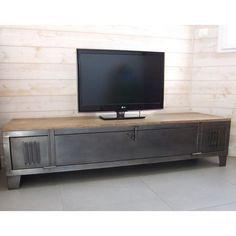 Meuble TV industriel avec ancien vestiaire. Vous pouvez choisir votre plateau, épicéa ou chêne, des   pieds ou des roues