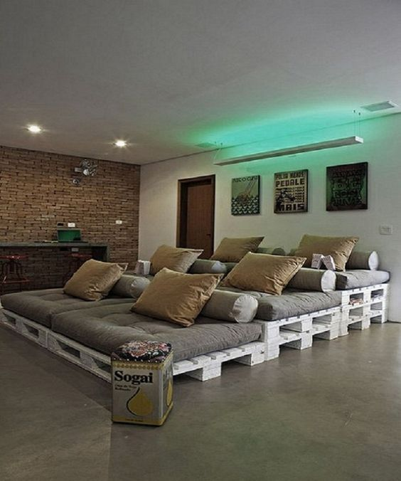 This room has pallets with cushions so everyone has their own space and pillows and each one is higher than the one in front to improve your view. It's a great room and it's an inexpensive one at the same time.