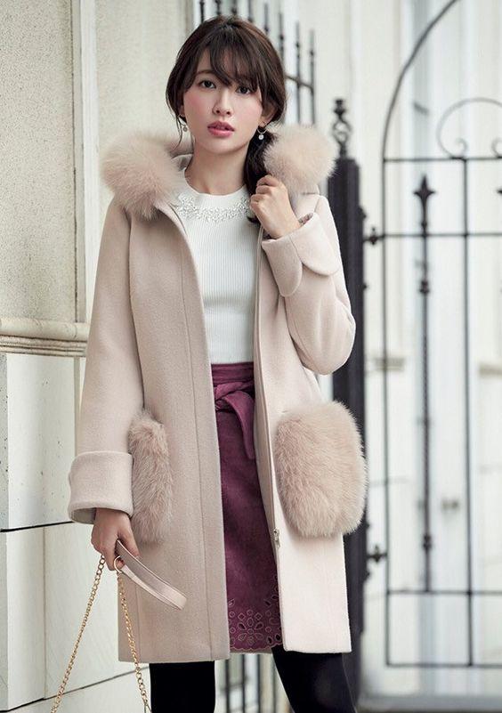 コートとスカートのかわいい小嶋陽菜