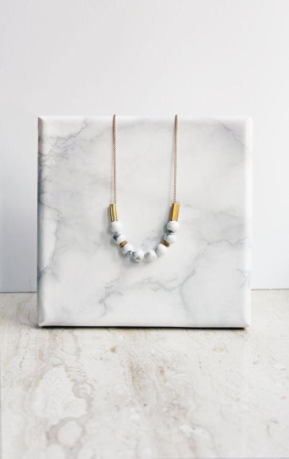 Collier en marbre - howlite blanche et laiton
