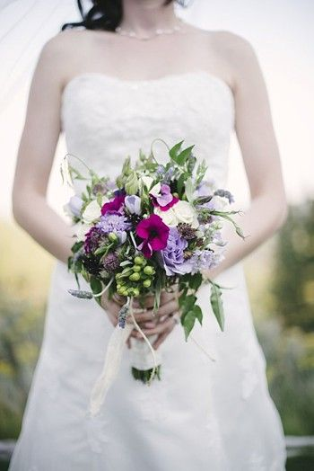 casually elegant bouquet - Mount Rose Wedding via http://mountainsidebride.com