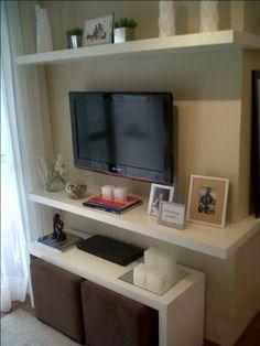 Sala de estar painel de parede com puffs pesquisa google for Muebles para apartamentos pequenos