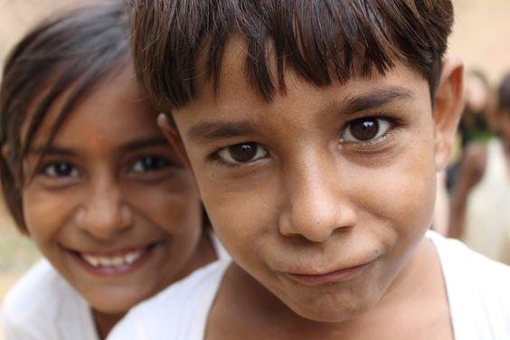 Indiase jongen met meisje - Marja Tuijnder