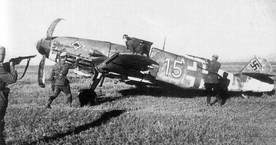 Me109 pilot captures n'y Russians soldiers