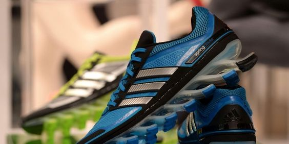 Des usines Adidas relocalisées en Europe... mais sans la moindre intervention manuelle