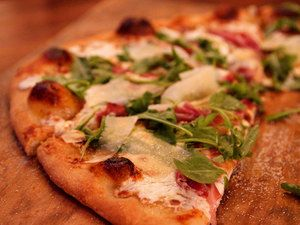 Pioneer Woman's Fig-Prosciutto Pizza with Arugula | Serious Eats: Recipes - Mobile Beta!""