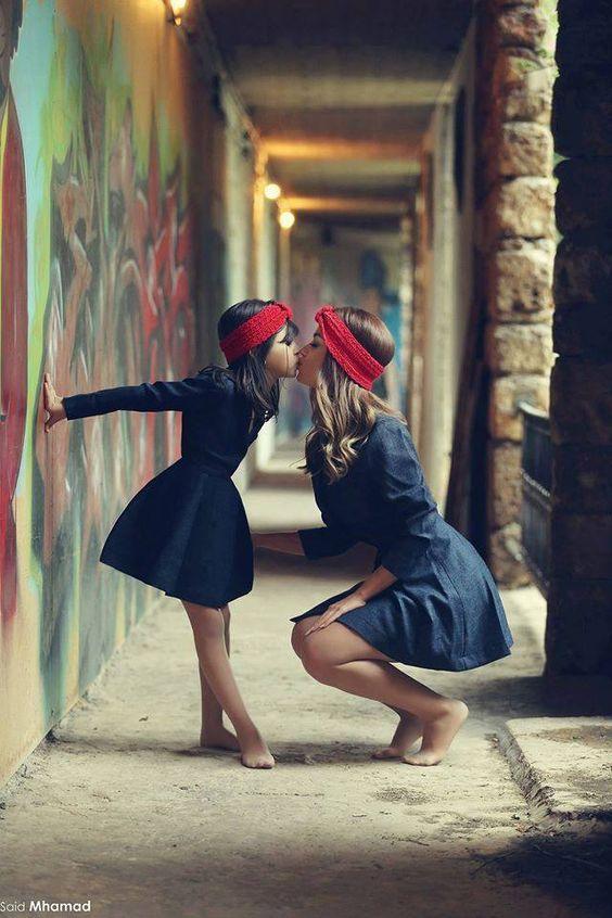 Bonjour tout le monde !  Lorsqu'on a une petite fille ou un bébé, on adore faire des folies et l'habiller de façon fashion ! Vous pouvez même vous habiller de façon coordonner.  Voici 8 idées de tenues …
