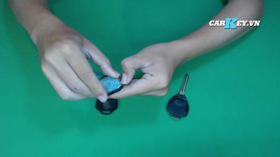 Thay pin chìa khóa ô tô Fortuner
