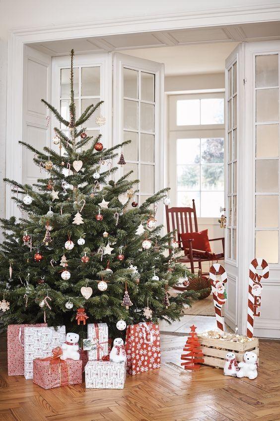 Les 7 Collections Deco Tendance Accessibles De Gifi Pour Noel 2018 Decoration Noel Deco Noel Gifi Et Deco Noel Sapin
