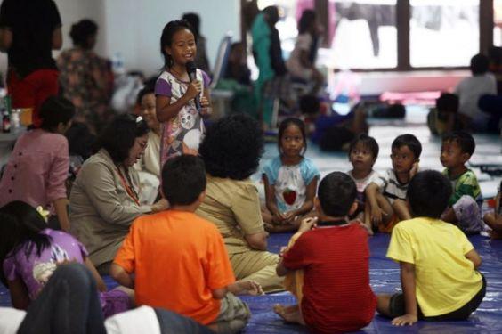 Khatan kanak-kanak perempuan nekad dihentikan di Indonesia walaupun dapat tentangan daripada ulamak   Kempen hentikan khatan kanak-kanak perempuan (FGM) di Indonesia tegas dijalankan menurut menteri wanita Yohana Yembise walaupun terdapat bantahan dari pemimpin agama.  Indonesia negara yang memiliki populasi beragama Islam terbesar dunia cuba untuk mengharamkan FGM termasuk khatan wanita sedekad lalu tetapi masih gagal apabila ulama berpengaruh menghalang cadangan itu.  Yembise berkata…