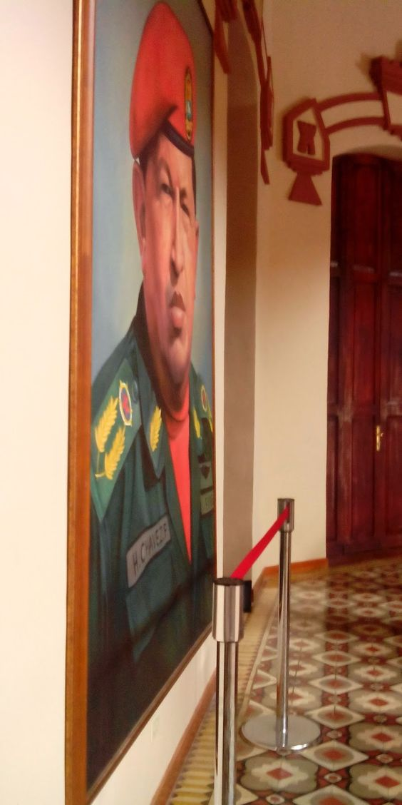 attilio folliero: Omaggio ad Hugo Chavez a due anni dalla morte (5 m...