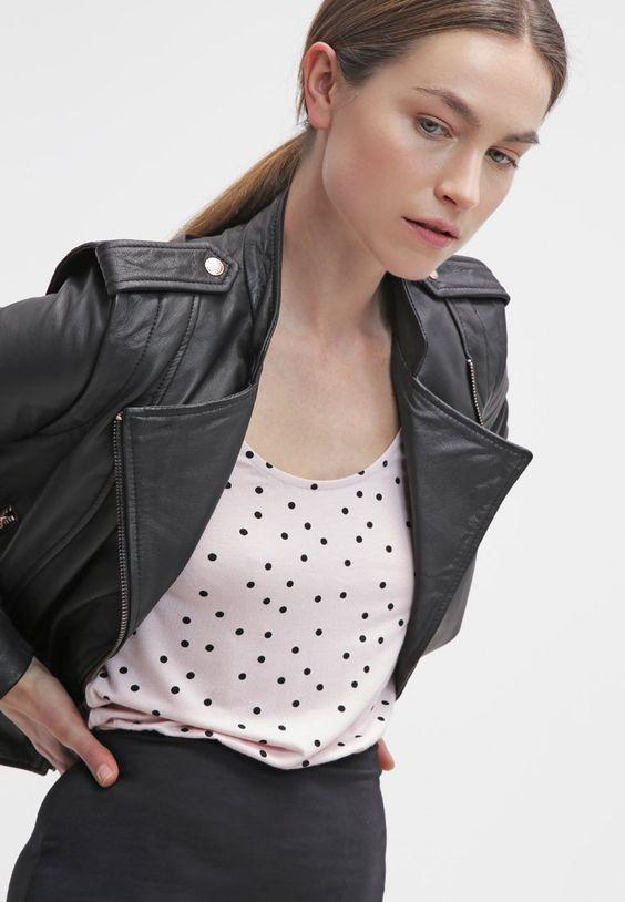 Lebe, liebe, küsse - mit diesem tollen Freizeitkleid ist alles möglich. Even&Odd Jerseykleid - black/rose für 14,45 € (15.01.16) versandkostenfrei bei Zalando bestellen.