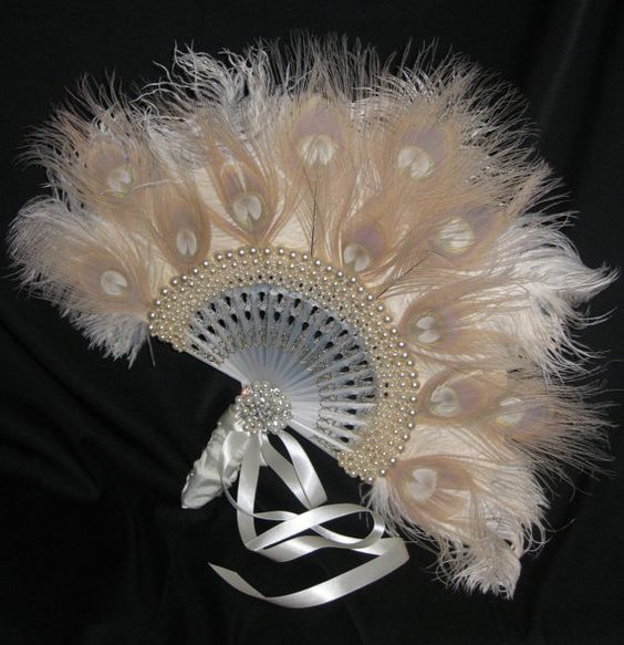 HOLLYWOOD REGENCY - Exquisite Bridal Feather Fan In Ivory and Candlelight Ostrich, Peacock Feathers and Pearls: