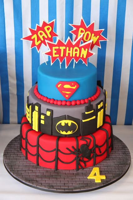 Gâteau cake design super-héros Spiderman, Batman et Superman