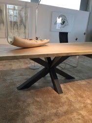 Die neue Holztisch-Serie 'Castle Old Style' von Schulte Design