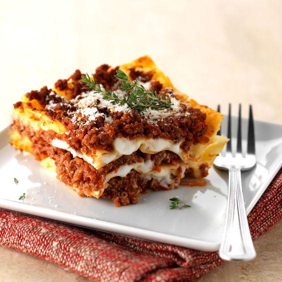 Découvrez la recette Lasagnes bolognaise facile sur cuisineactuelle.fr.
