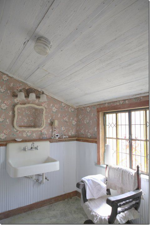rachel ashwell the prairie; note wallpaper and old sink ~~~ I have an old sink .like this~~~