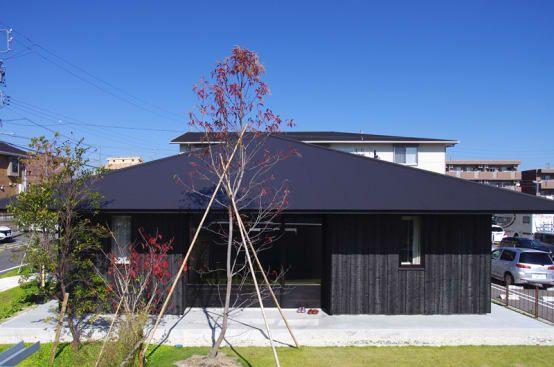 グレーや黒色の外壁がシックな平屋の家5選 平屋外観 平屋の家 住宅