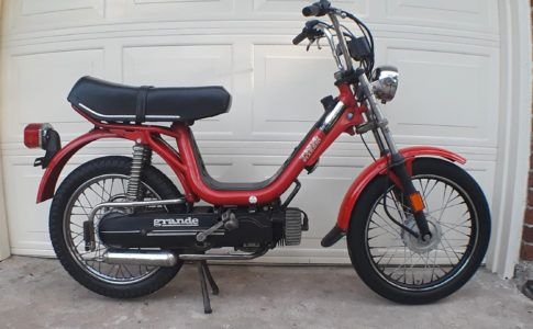 Moped Of The Day Vespa Piaggio Super Bravo Moped Mopeds For Sale Vintage Moped