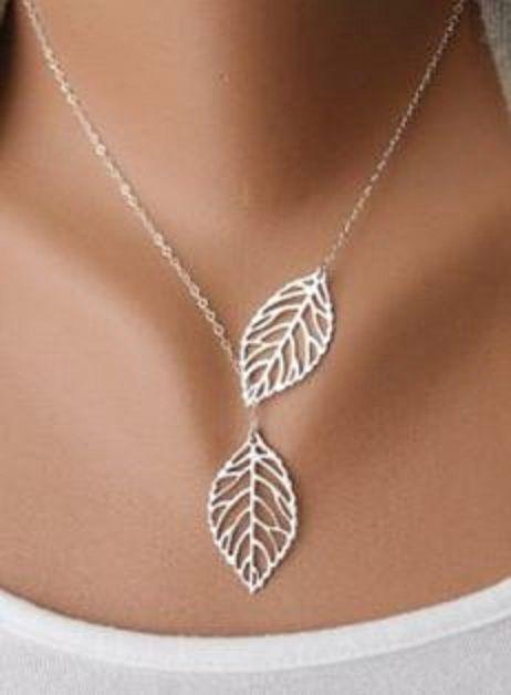 Delicado e bonito! Belo presente! Elegante colar de pingente de prata com duas folhas .