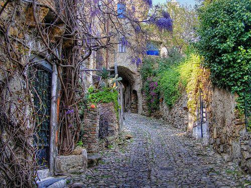 Bussana Vecchia alley