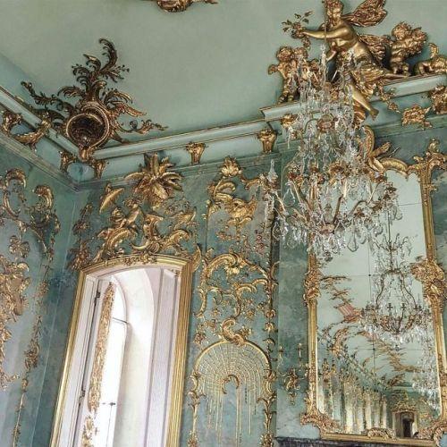 Gorgeous Details From Schloss Charlottenburg Baroque Architecture Aesthetic Art Architecture Wallpaper