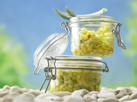 Nicht nur zum Dippen ein Highlight: Ananas-Gurken-Salsa - mit Frühlingszwiebeln - smarter - Kalorien: 91 Kcal - Zeit: 15 Min.   eatsmarter.de