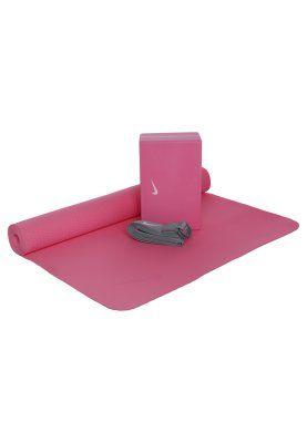Fitness & Yoga Nike Performance Equipement de fitness et yoga - vivid pink/cool grey rose: 48,00 € chez Zalando (au 14/03/16). Livraison et retours gratuits et service client gratuit au 0800 740 357.