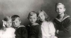 Erich Hientzsch (right) and his younger siblings, ca. 1910