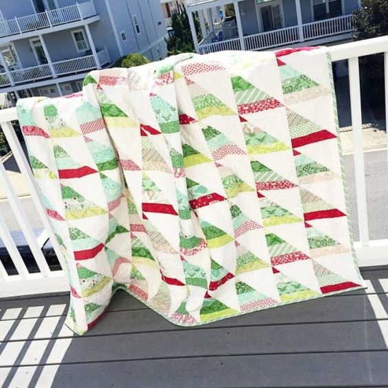 Are you stitching up Christmas quilts already? Laurel Flechtnerl of Quilts By Laurel recently finished this lovely Christmas quilt, and it has us looking forward to those chilly winter days and a cup of hot chocolate! She used Kate Spain's newest Christmas line #NorthWoods for Moda Fabrics United Notions. The pattern is the HST Strip Quilt pattern by @saracecilquilts (Instagram) and #RedRainbootsHandmade. She pieced the quilt using Aurifil thread, and it was beautifully longarm quilted by…