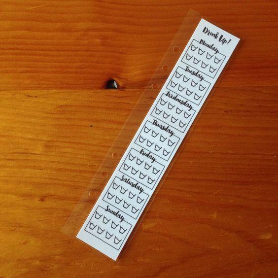 Planung leicht gemacht! Planen Sie Ihren Wasserverbrauch mit diesem Einsatz für jede Größe-Planer! Diese Einfügung ist laminiert, so dass es auf mit Sharpie Marker geschrieben werden kann damit Ihre Notizen ganze Woche dauern werden! Verwenden Sie nur Reinigungsalkohol, um dauerhafte Markierung abwischen, wenn Sie bereit für eine neue Planung. Sie können auch mit Post planen, die er stellt! Passt in jede Kikki k, Filofax und andere Planer A5 usw.! Dieses Angebot gilt für ein Insert…