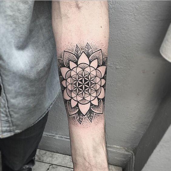 Tatuajes De Flor De Al Vida En Negro (5)